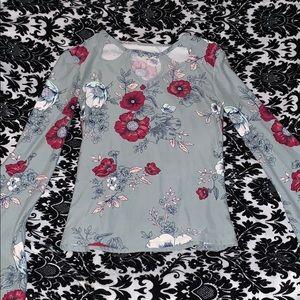 Beautiful long sleeved soft xs shirt.
